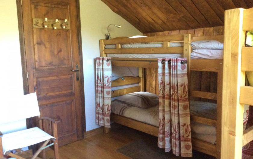 Location de vacances - Chalet à Barcelonnette - Chambre 4 : offre 4 couchages en 2 lits superposés.