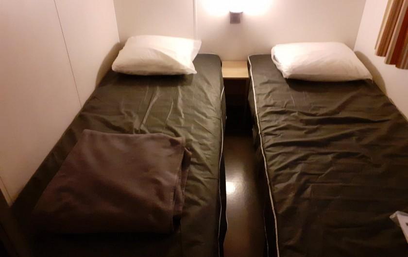 Location de vacances - Bungalow - Mobilhome à Camiers - 2 chambre avec 2 lits simples