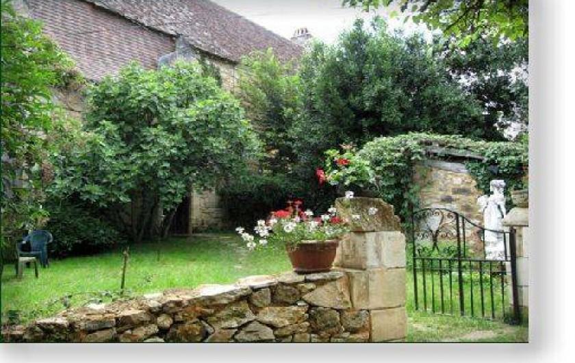 Location de vacances - Gîte à Cénac-et-Saint-Julien - Entrée du gîte Les Grottes du Périgord