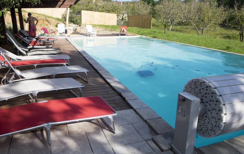 Location de vacances - Gîte à Cénac-et-Saint-Julien - Piscine sécurisée (barrière et volet roulant) et chauffée, 14 X 6.