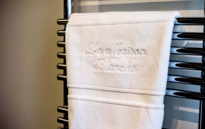 Location de vacances - Chambre d'hôtes à Beaune - Détail dans les salles de bains