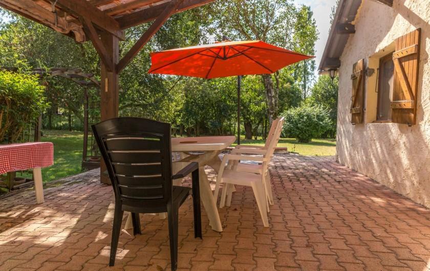 Location de vacances - Gîte à Dému - La terrasse du gîte