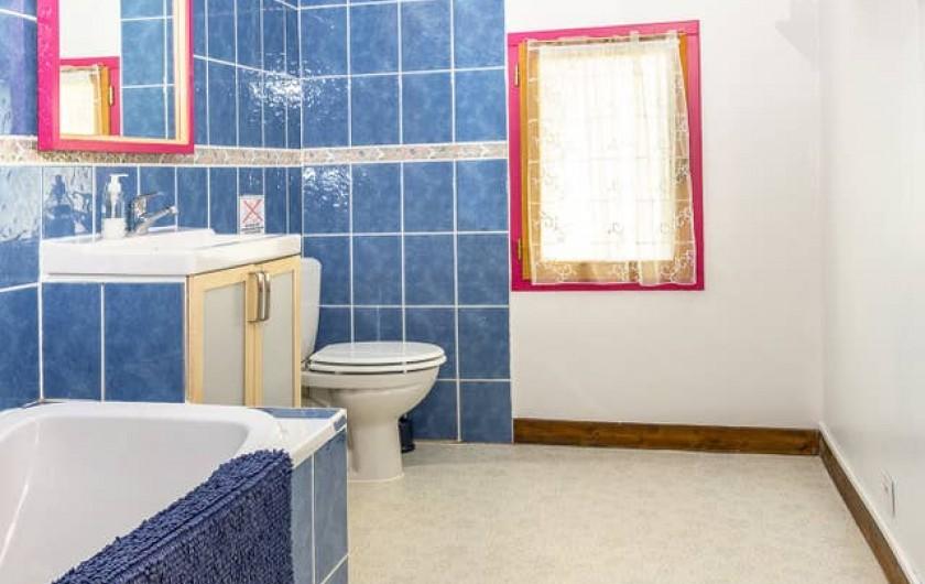 Location de vacances - Gîte à Dému - Salle de bain commune