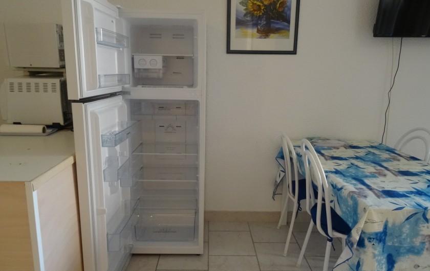 Location de vacances - Appartement à Saint-Aygulf - Frigidaire/congélateur ouvert