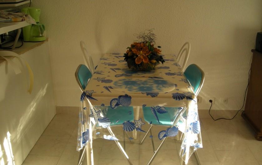Location de vacances - Appartement à Saint-Aygulf - Table séjour
