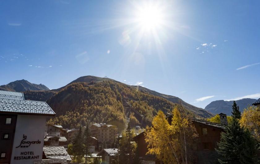 Location de vacances - Appartement à Val-d'Isère - Vue depuis le balcon en  Été coté Sud Est