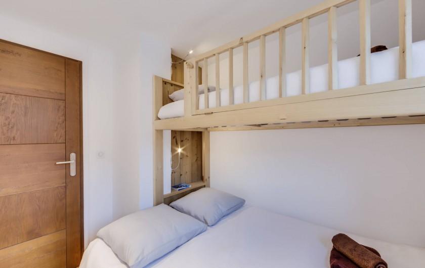 Location de vacances - Appartement à Val-d'Isère - Chambre 2 avec un lit double et un lit simple