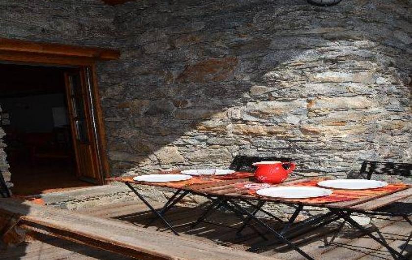Location de vacances - Appartement à Bonneval-sur-Arc - Déjeuner sur le balcon