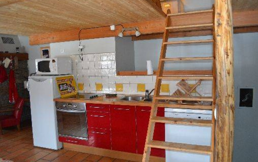 Location de vacances - Appartement à Bonneval-sur-Arc - L'espace cuisine et l'accès à la chambre parentale