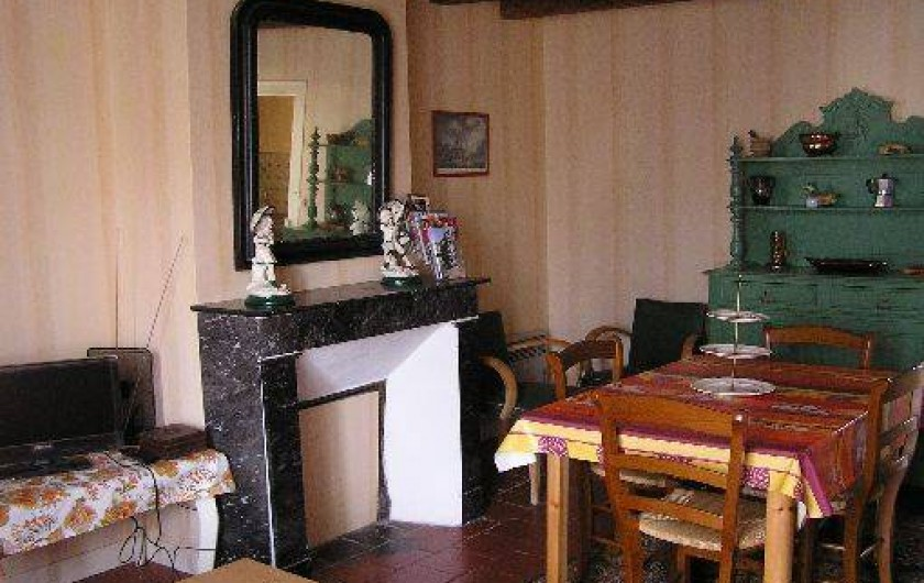 Location de vacances - Studio à Saint-Aubin-de-Luigné - Salle à manger/salon (partie salle à manger)
