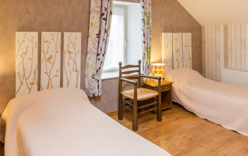 Location de vacances - Gîte à Baroville - Chambre avec 3 lits simples, dans laquelle nous pouvons en rajouter un.