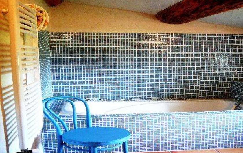 Location de vacances - Villa à Saignon - Salle de bains bleue