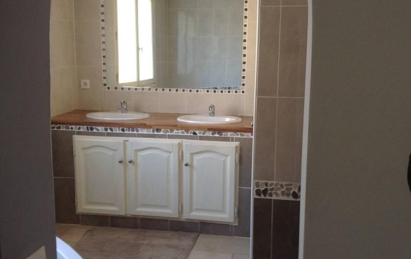 Location de vacances - Villa à Bormes-les-Mimosas - salle de bain du RDC