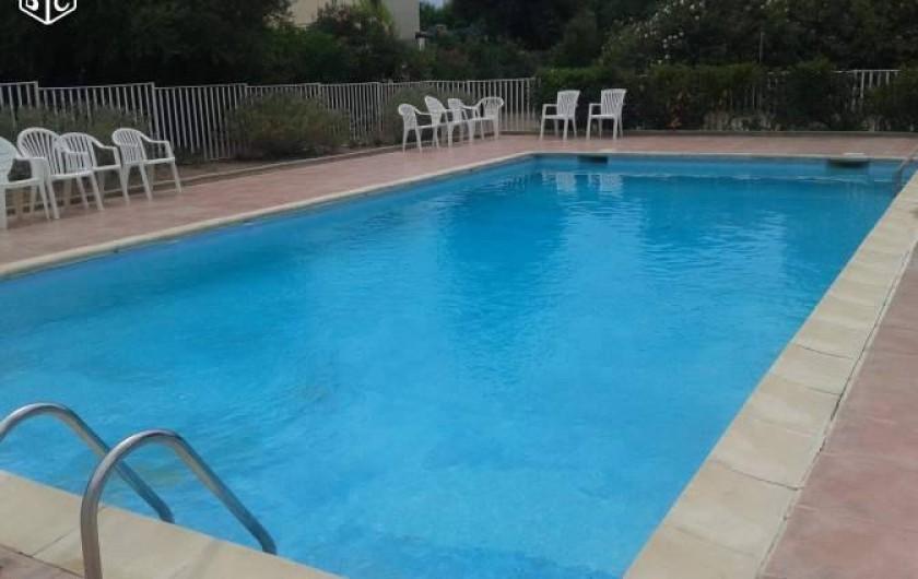 Location de vacances - Appartement à Carqueiranne - Piscine  à partager avec  les résidents (Obligation d'un badge)