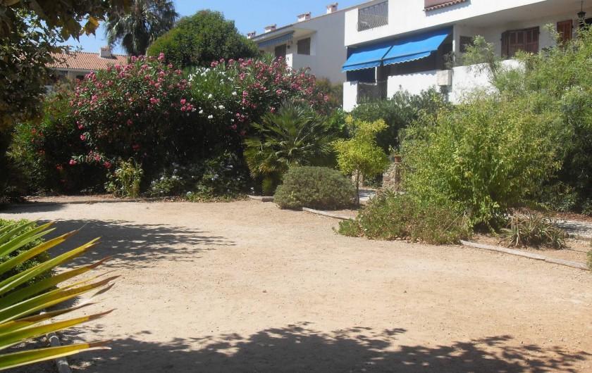 Location de vacances - Appartement à Carqueiranne - Vue du Parc de la Résidence