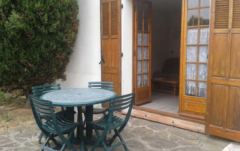 Location de vacances - Appartement à Carqueiranne - Terrasse  de l'appartement
