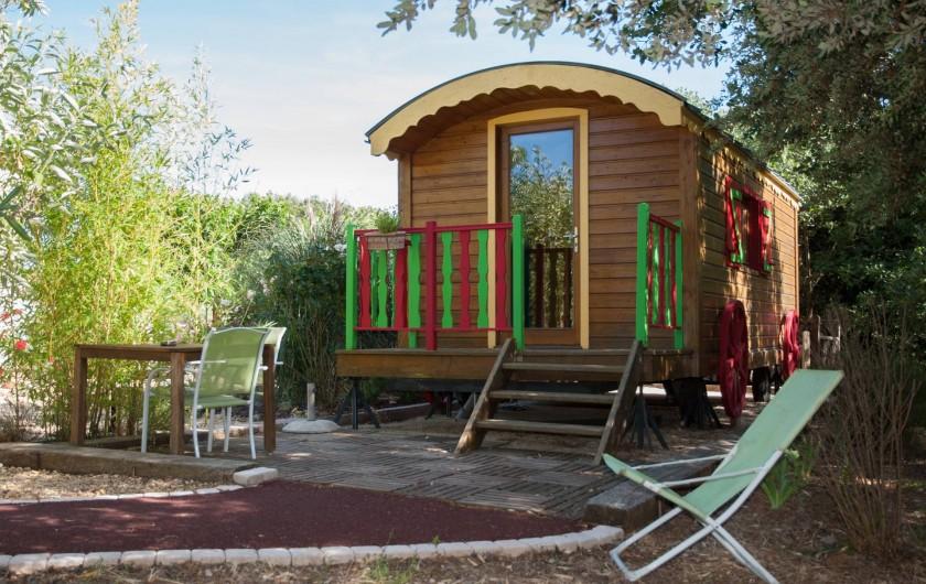Location de vacances - Chambre d'hôtes à Lorgues - Notre roulotte insolite toute équipé pour 3 personnes (Cuisine, douche, WC)