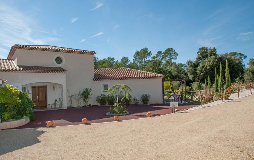 Location de vacances - Chambre d'hôtes à Lorgues - Entrée du Mas Pinède