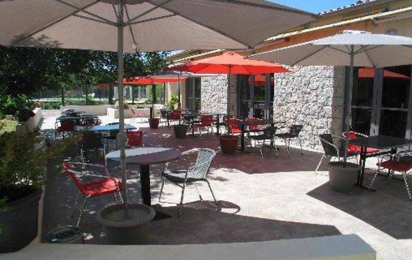 Location de vacances - Hôtel - Auberge à Lavilledieu - Térrasse extérieur