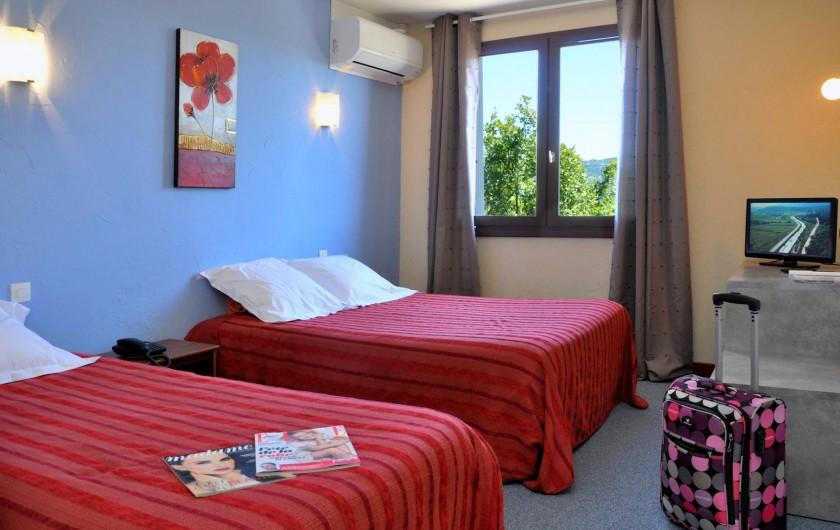 Location de vacances - Hôtel - Auberge à Lavilledieu - chambre triple économique avec douche