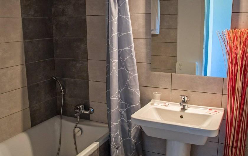 Location de vacances - Hôtel - Auberge à Lavilledieu - Salle de bain supérieur