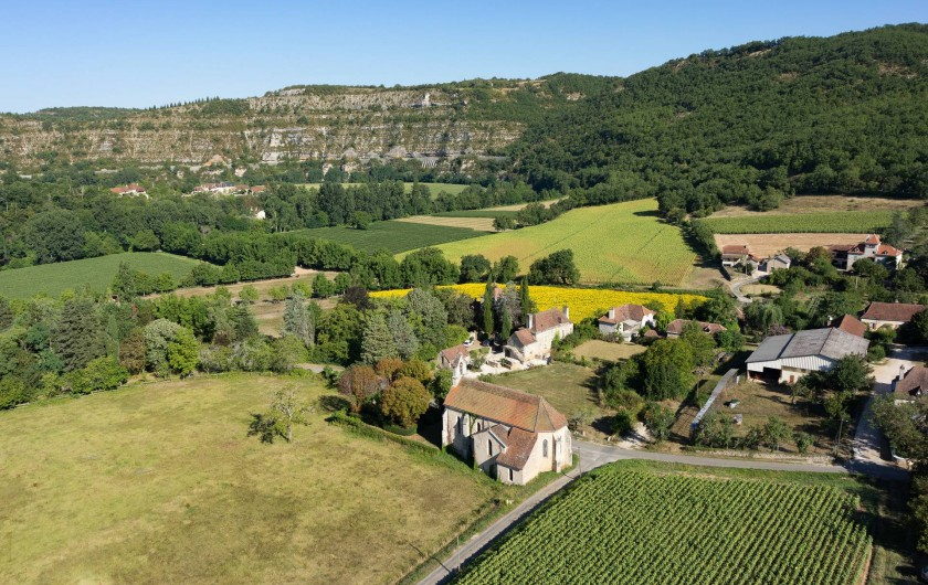 Location de vacances - Maison - Villa à Cajarc - photo aérienne situant le gîte dans une large boucle de la vallée du Lot