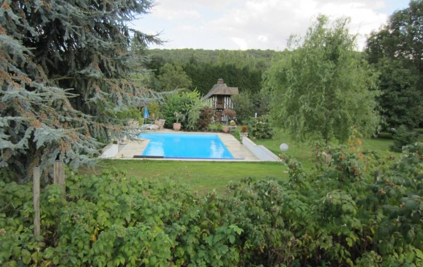Location de vacances - Appartement à La Rivière-Saint-Sauveur - vue de la piscine  dans la propriété