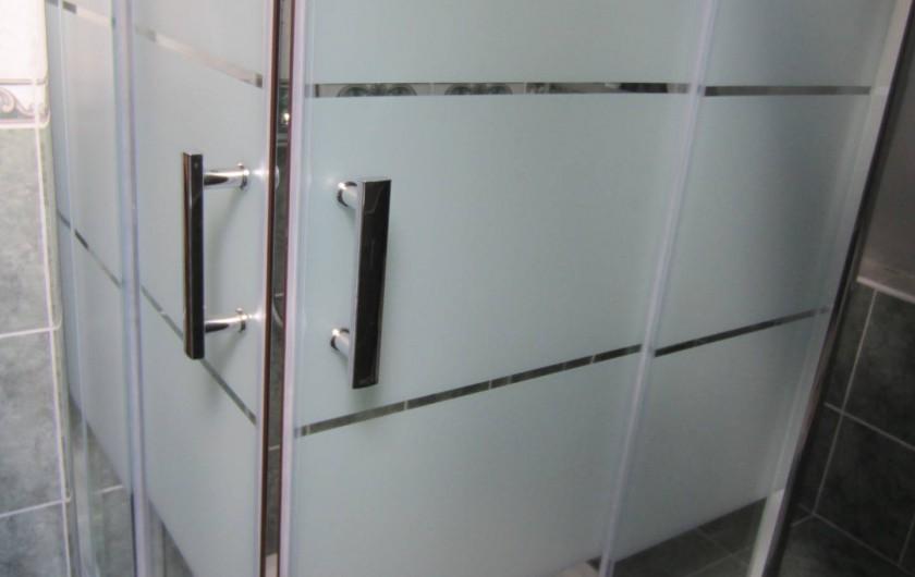 Location de vacances - Appartement à La Rivière-Saint-Sauveur - douche à italienne
