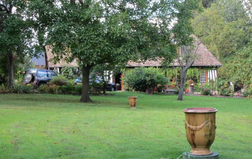 Location de vacances - Appartement à La Rivière-Saint-Sauveur - ma maison se trouve à 100 m du gîte dans le parc