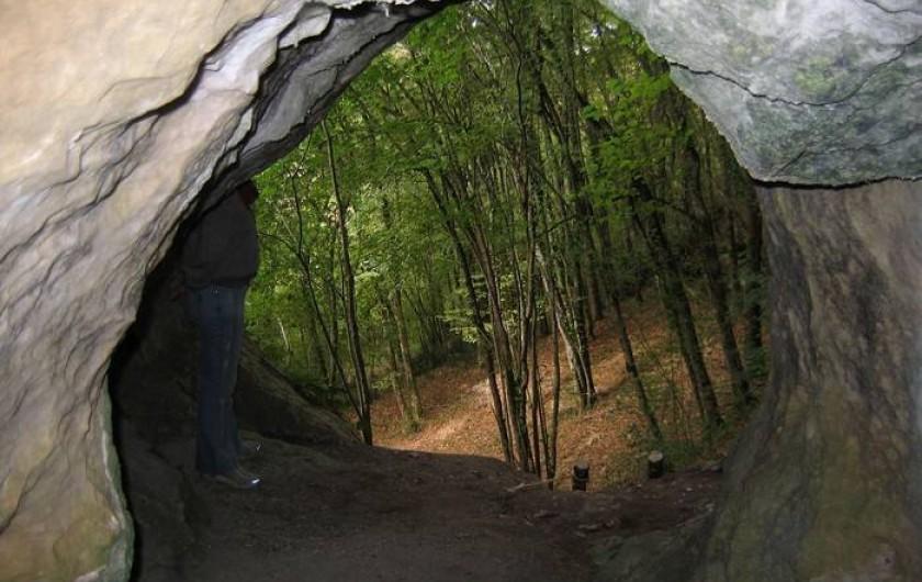 Location de vacances - Gîte à Tursac - une des grottes dans nos falaises