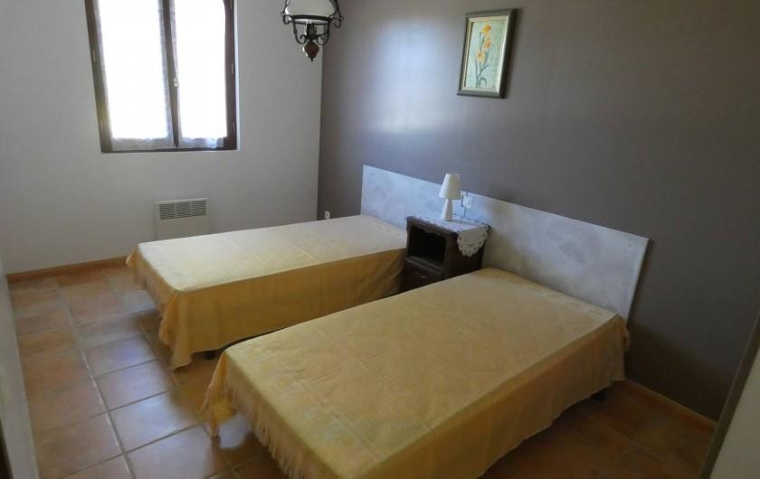 Location de vacances - Gîte à Tursac - chambre 2 lits 90 joignables à la demande (environ 11 m²) avec placard
