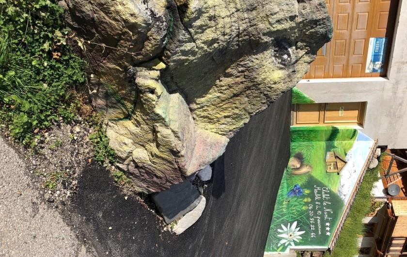 Location de vacances - Appartement à Hauteluce - Fresque devant accès parking et garage