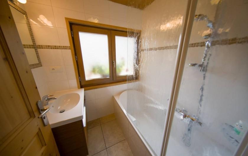 Location de vacances - Appartement à Morzine - 1ère salle de bain  GENTIANE