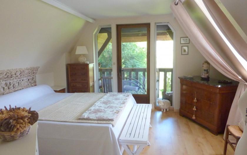 Location de vacances - Chambre d'hôtes à Le Plessis-Grohan - Suite Ô SOLEIL LEVANT Grande chambre avec balcon