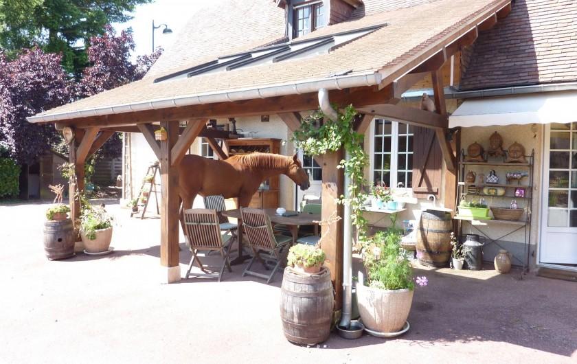 Location de vacances - Chambre d'hôtes à Le Plessis-Grohan - CHARETTERIE Salle à manger d'été