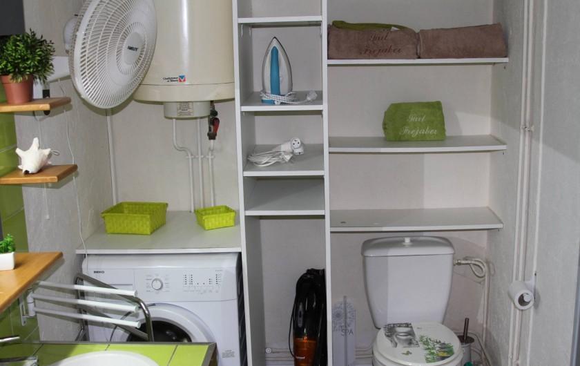 Location de vacances - Studio à Le Moule - Une salle de bain pleine de rangement
