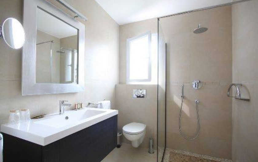 Location de vacances - Villa à Calvi - Salle de bain privative dans chaque chambre avec douche ou baignoire