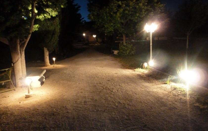 Location de vacances - Villa à Pélissanne - Terrain de pétanque  pour les parties interminables à la fraîcheur du soir