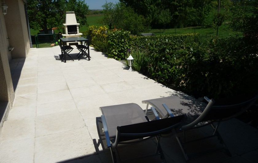 """Location de vacances - Gîte à Labastide-de-Lévis - Terrasse Gîte """"Pastel"""""""