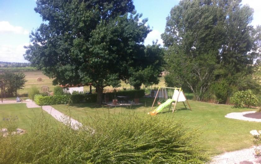Location de vacances - Gîte à Labastide-de-Lévis - Jardin et Jeux pour enfants