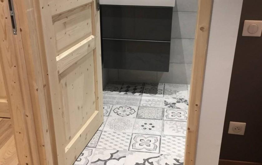 Location de vacances - Appartement à Sainte-Foy-Tarentaise - Salle de bain chambre N°3