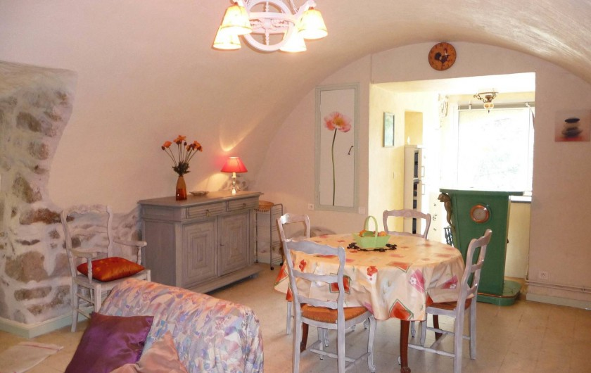 Location de vacances - Appartement à Mercuer - séjour salle-à-manger