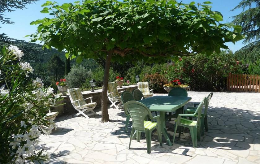 Location de vacances - Appartement à Mercuer - terrasse