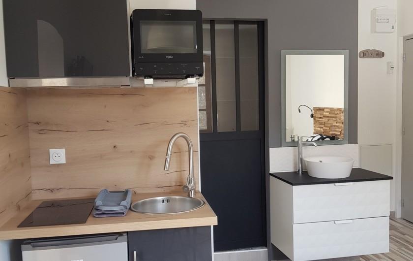 Location de vacances - Appartement à Saint-Montan - Acampadis - kitchenette