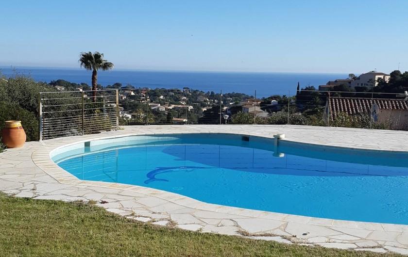 Location de vacances - Villa à Les Issambres - barrières garde-fou inox côté mer invisibles sur photo