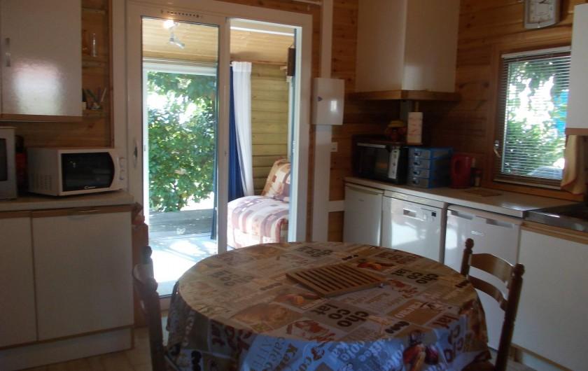 Location de vacances - Chalet à Biscarrosse - cuisine