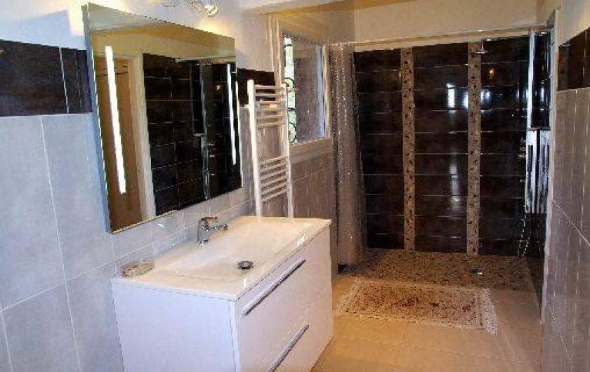 Location de vacances - Villa à Roquefort-les-Pins - Salle de bains