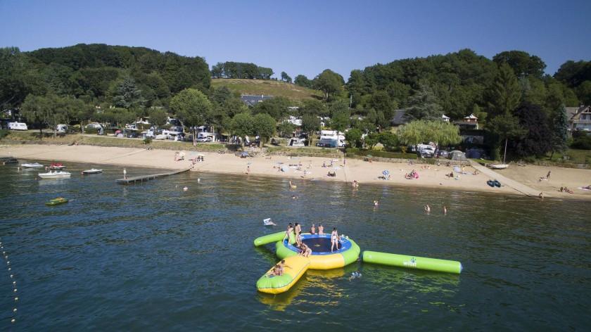 parc aquatique au camping beau-rivage du lac de pareloup en aveyron