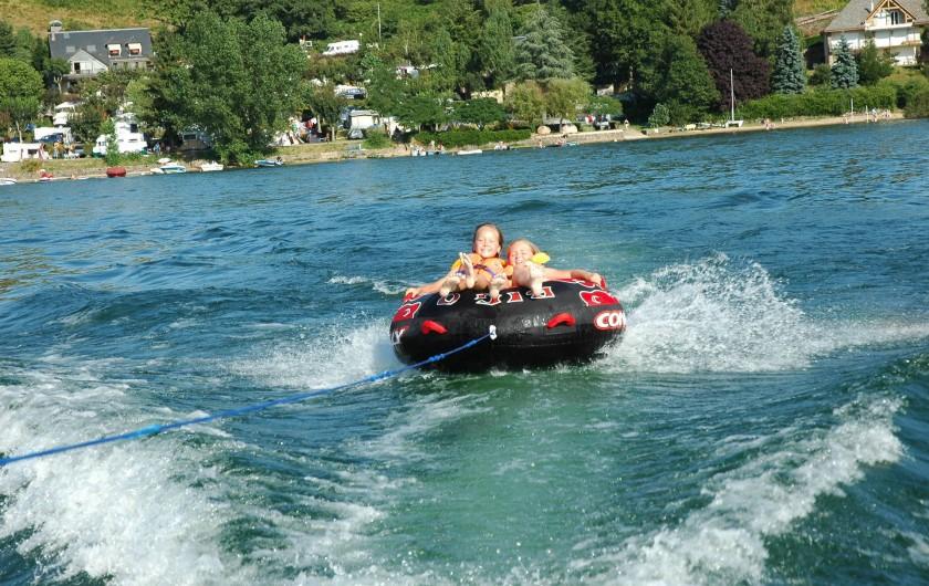 Location de vacances - Camping à Salles-Curan - bouée tractée, activité aquatique au camping beau-rivage lac Pareloup Aveyron