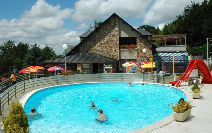 Location de vacances - Camping à Salles-Curan - piscine chauffée du camping 4 étoiles 4* beau-rivage toboggan parc aquatique